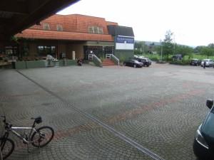 Vorplatz2
